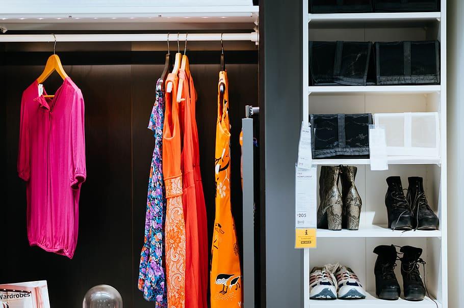 De voordelen van een minimalistische kledingkast