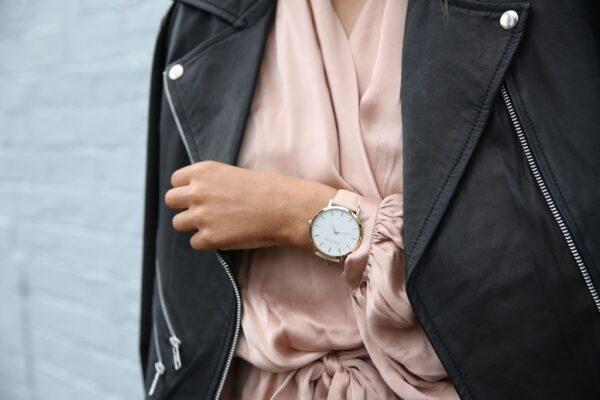 Verschillende manieren om je horloge op je outfit af te stemmen