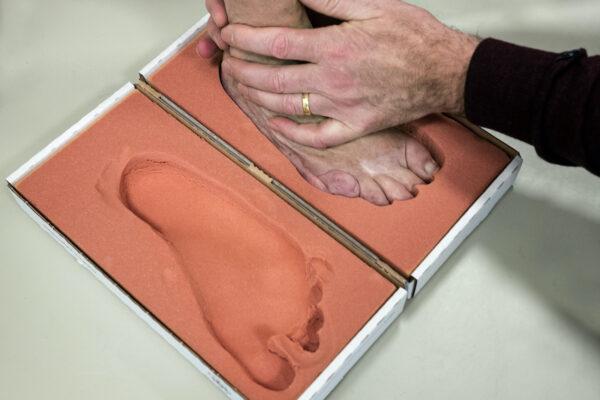 Verminder voetklachten door het dragen van steunzolen in je confectieschoenen